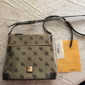 Dooney & Bourke logo crossbody NWT
